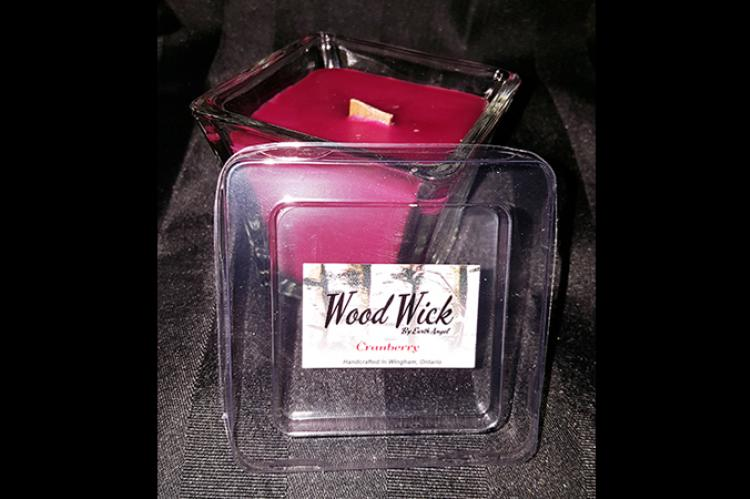 Cranberry wood wick candle